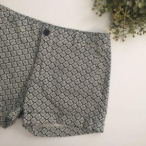 Banana Republic Black & White Pattern Shorts - 8S